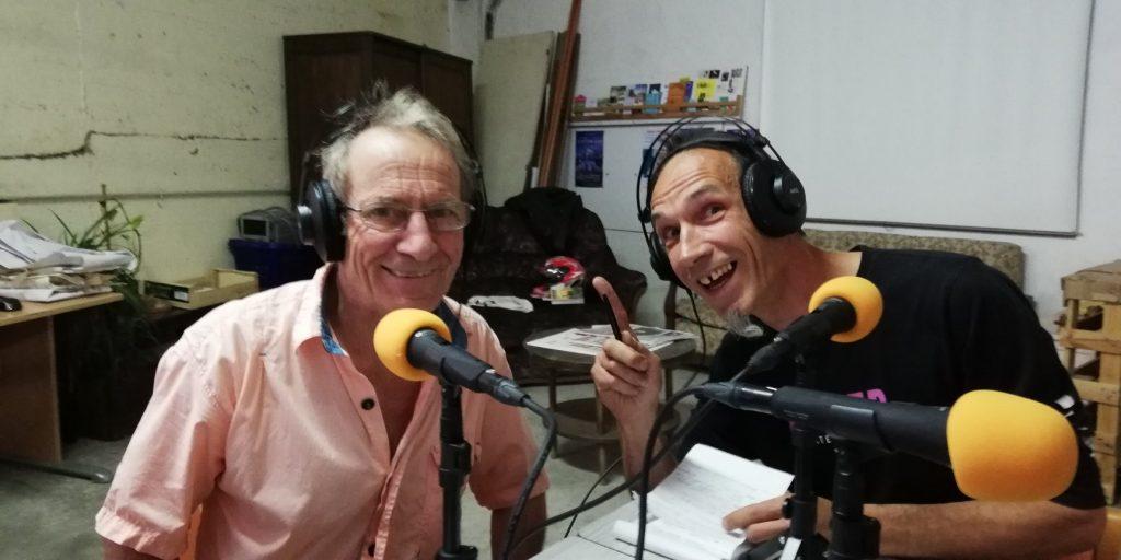 Plex et Bruno dans le garage solidaire Autopia