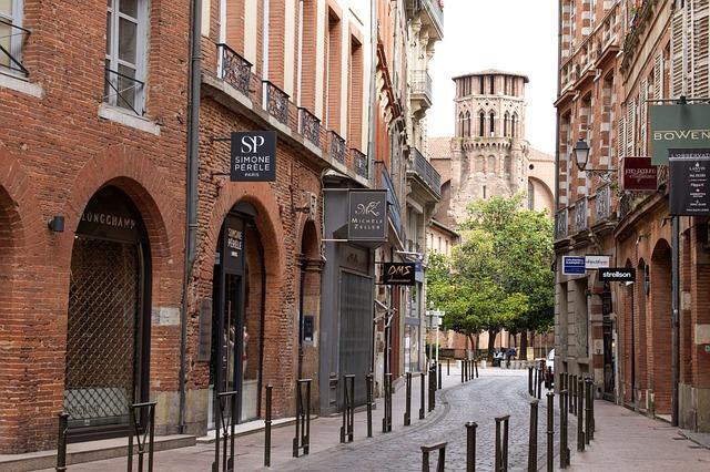 Vacances Sud Ouest en France Voyager en France Idées visites toulouse Ruelle toulouse brique rouge ou rose toulouse