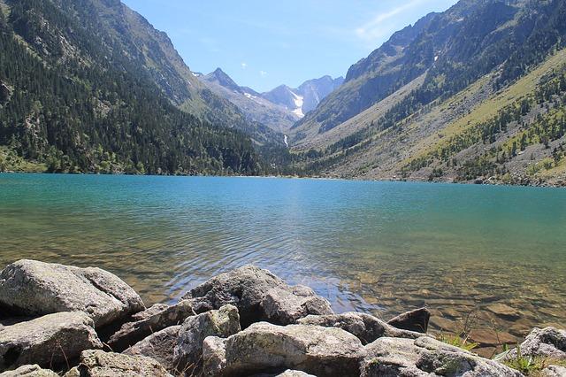 Lac de Gaube  Randonnées Pyrénées Vacances dans les pyrénées  Sud ouest de la France