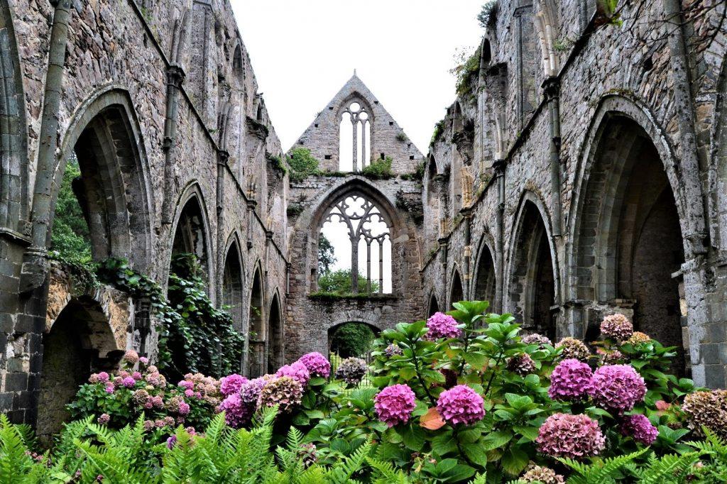 Les 10 plus beaux sites de Bretagne :  abbaye de Beauport sur la cote d'émeraude