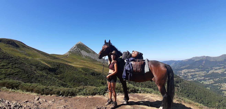 Durant l'été 2020, Lise a traversé une partie de Massif Central avec son cheval Cali réalisant ainsi son rêve de jeune cavalière