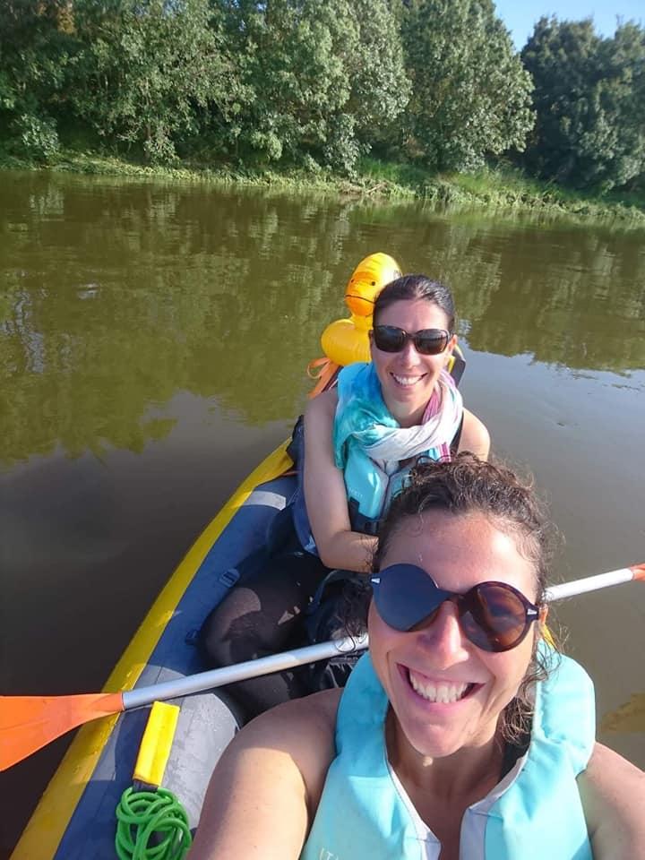 Céline a expérimenté la traversée du canal de Nantes à Brest en canoë gonflable avec une amie