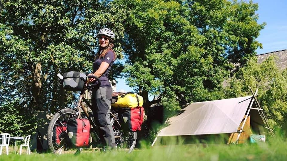 Dans Voyage sans Ailes sur Allô la planète, Bastien et Laura des Colibris Nomades, racontent leur traversée d l'Italie à vélo