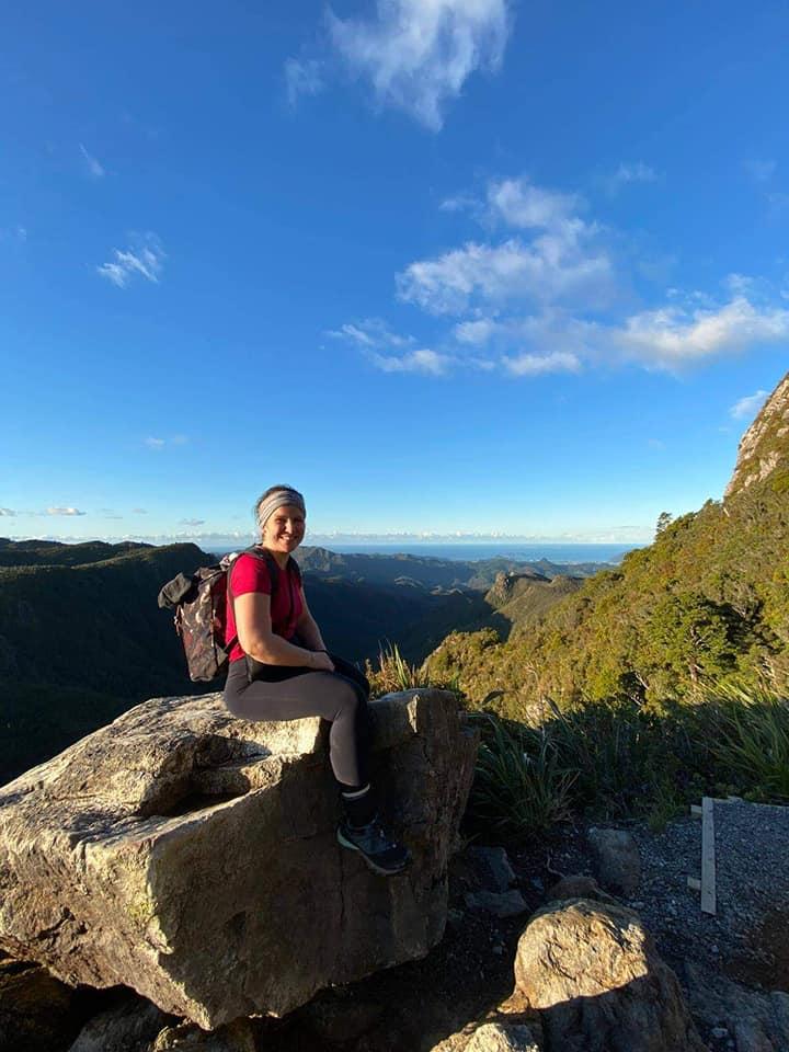 Solenne est arrivée en van à Havelock, petite ville de Nouvelle-Zélande. Elle aimerait également tester le bateau-stop, le vélo et la marche à pied. elle raconte son aventure dans Allô la Planète la webradio voyage