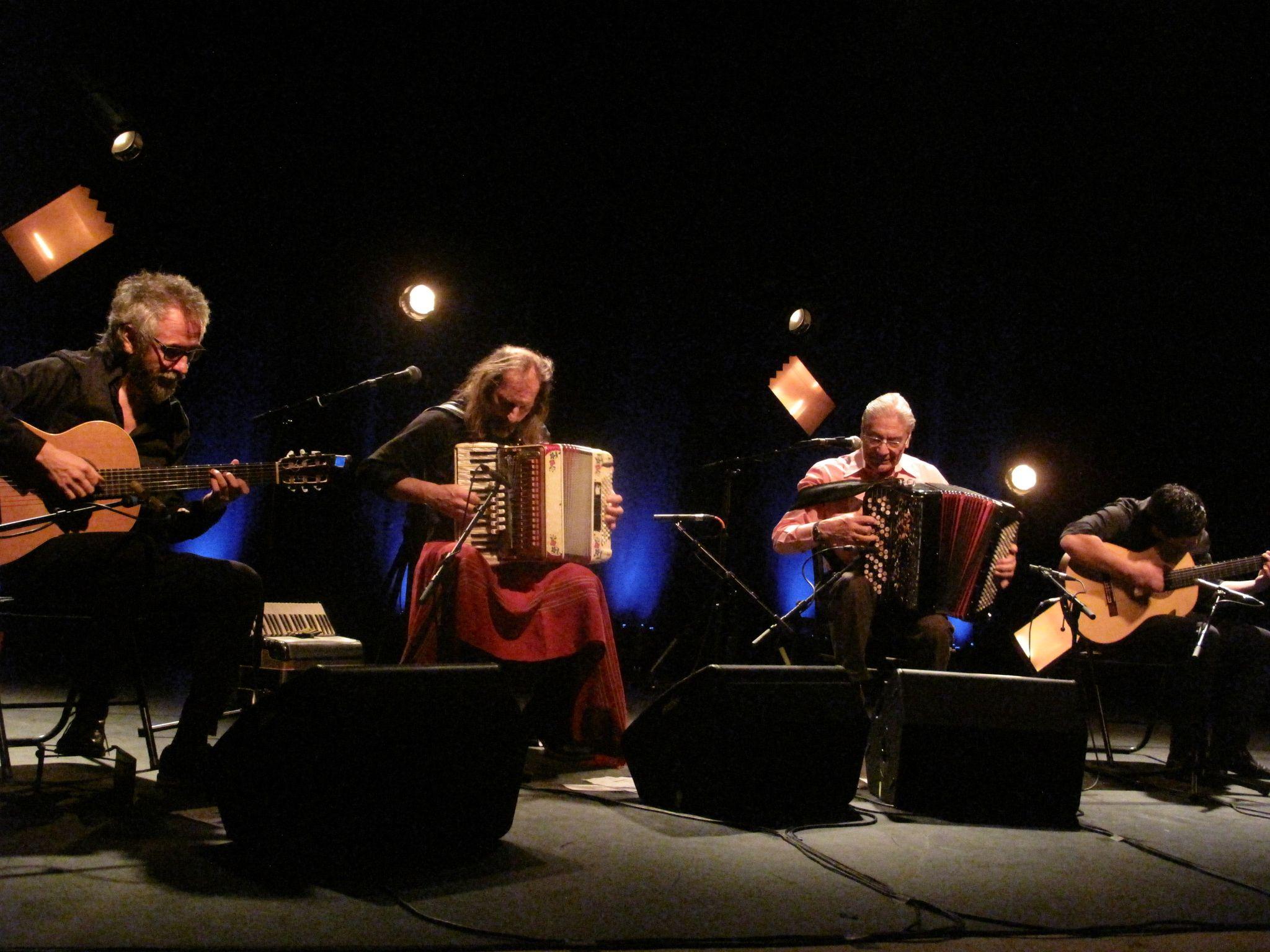 Chango Spasiuk et Raúl Barboza, Argentins, accordéonistes et éminents ambassadeurs du chamamé ont répondu aux question de Fabrice Bérard pour Z Interview sur Allô la planète
