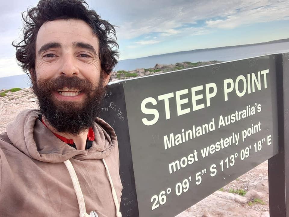 David a parcouru seul et sans assistance, 5000 km en traversant à pied, l'Australie d'Est en Ouest. Il transmt spn voyage sur Allo la Planete