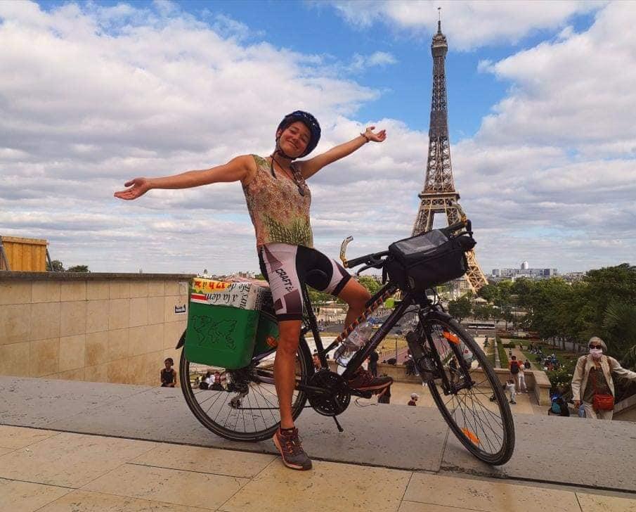 Dans cet épisode de Voyage sans ailes, 4 voyageurs ont décidé de faire fonctionner leur énergie et délaissent les ailes pour le vélo ! Le vélo permet de prendre son temps ou de répondre à des projets écologiques. Vélo quand tu nous tiens ! Ils témoignent !