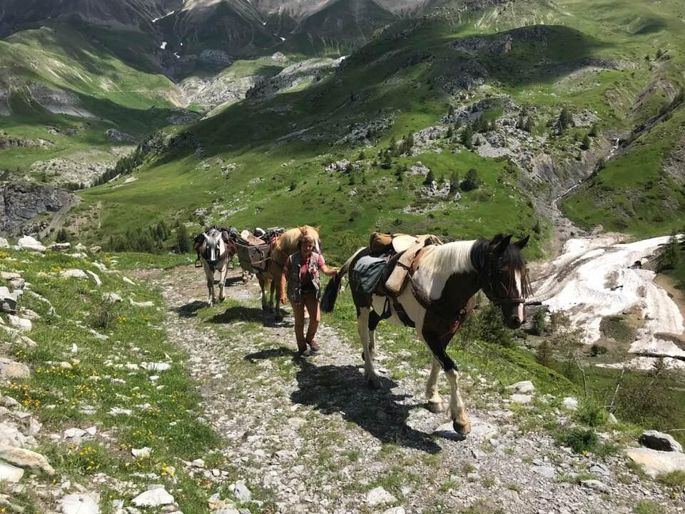 Martine et Christian, un couple de cavaliers au long cours raconte leurs voyages, dans ce podcast de lémission avec mes sabots sur allô la planete