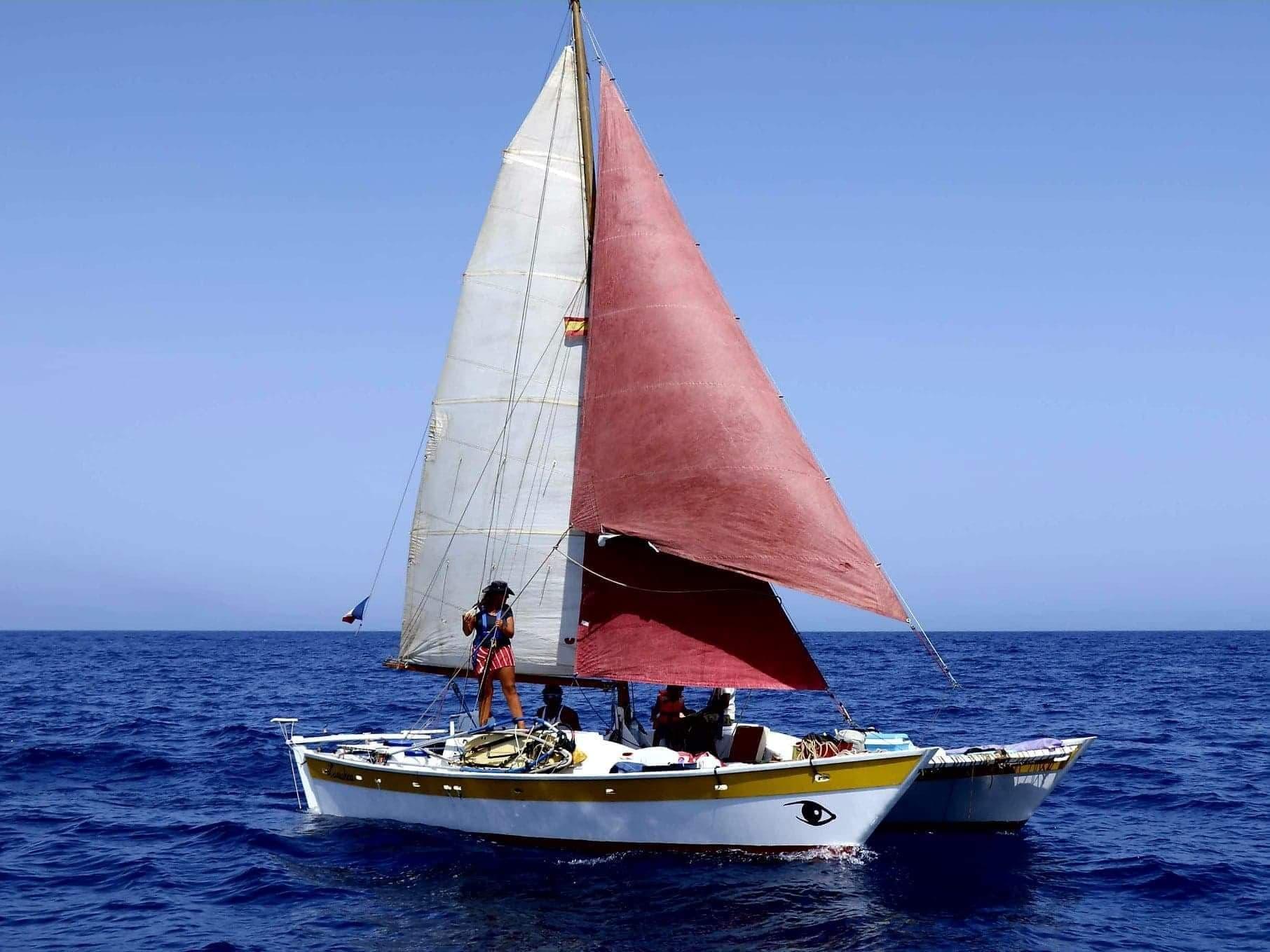 Nicolas et Nathalie voyag sur sur un bateau depuis mai 2020 avec leurs 2 enfants de 12 et 4 ans. Ils voyagent avec l'essentiel de la viel