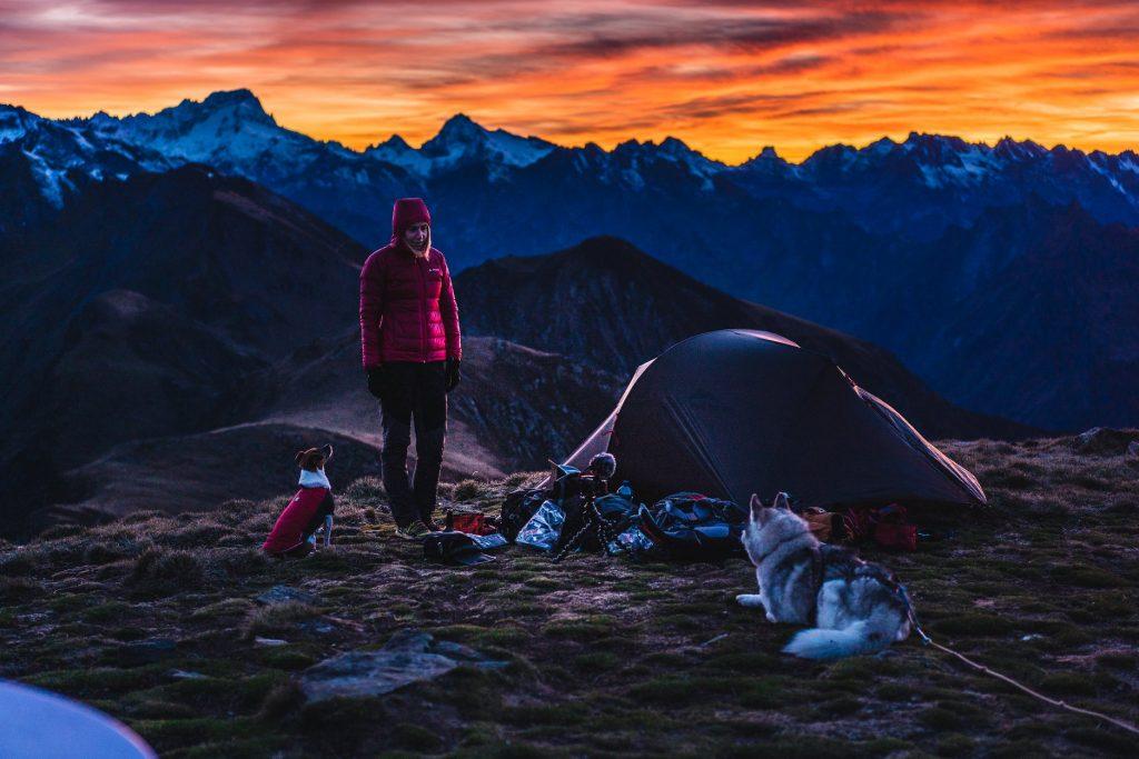 La traversée des Pyrénées avec deux chiens, Un défi sportif de 39 jours de randonnée en autonomie, pour parcourir 765 km sur le GR10.Allo la planete podcats voyage